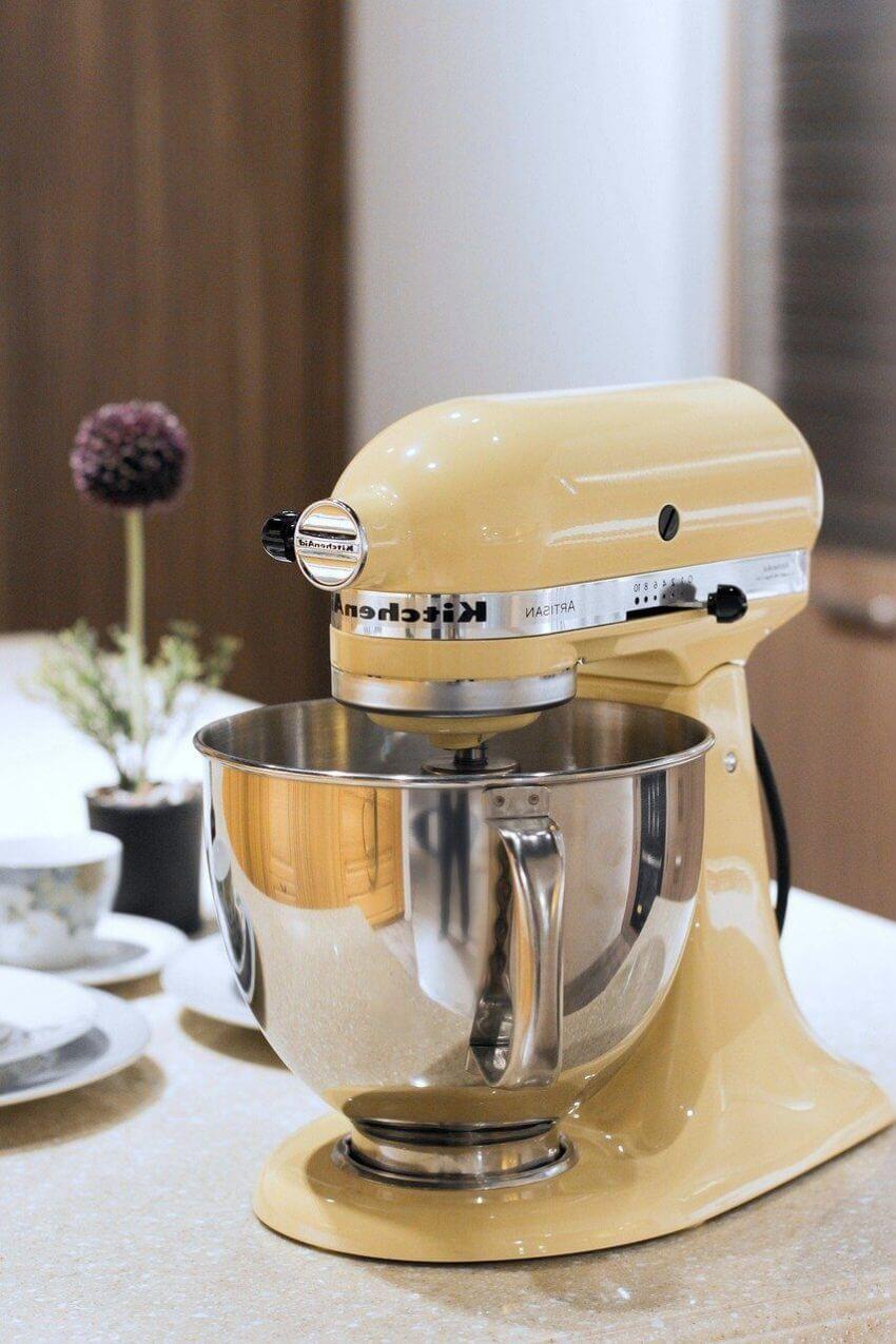 Många av köksmaskinerna finns i retroutförande