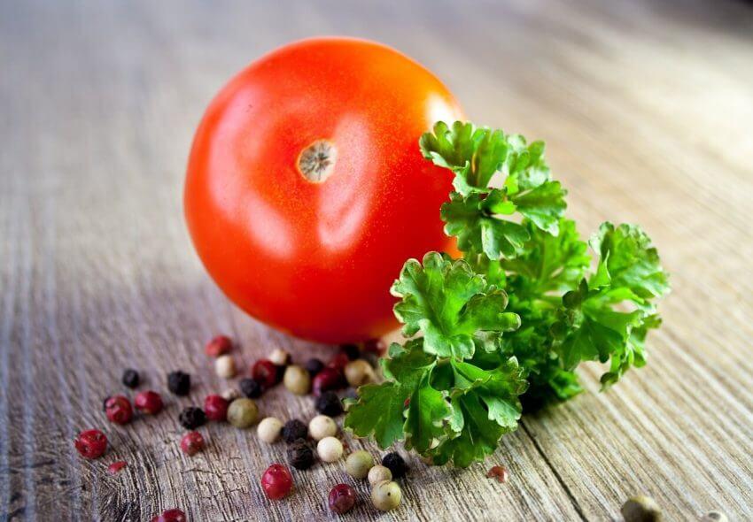 Tomat och persilja odlar du med fördel hemma i köket